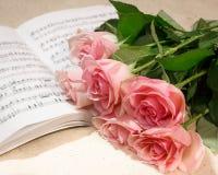 Розы и нот Стоковое Изображение