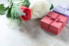 Розы и сердца на борту, предпосылка дня валентинок, wedding Стоковые Изображения
