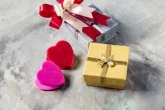 Розы и сердца на борту, предпосылка дня валентинок, wedding Стоковое Изображение