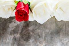Розы и сердца на борту, предпосылка дня валентинок, wedding Стоковое Изображение RF