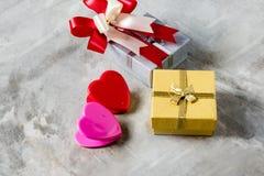 Розы и сердца на борту, предпосылка дня валентинок, wedding Стоковое Фото