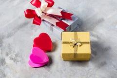 Розы и сердца на борту, предпосылка дня валентинок, wedding Стоковые Фото