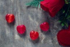 Розы и сердца на борту, предпосылка дня валентинок, wedding Стоковая Фотография RF