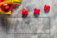 Розы и сердца на борту, предпосылка дня валентинок, wedding Стоковые Фотографии RF