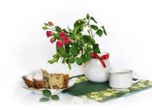Розы и торт Стоковое Изображение