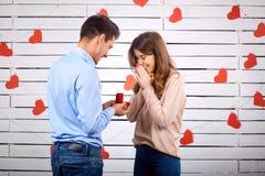 розы кольца предложения замужества захвата диаманта букета Стоковые Фото