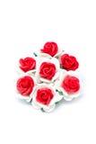 Розы красного цвета и белой бумаги. Стоковое Фото