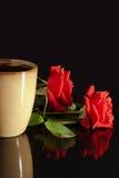 розы красного цвета кофейной чашки Стоковая Фотография RF
