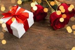 розы красного цвета подарка коробки Стоковая Фотография RF