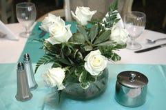 розы centerpiece белые Стоковое Изображение RF