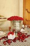 розы centerpiece красные серебристые Стоковые Изображения