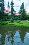 Рокируйте взгляд лета zamek Pruhonice или Pruhonicky (Прага, чехословакские) Стоковая Фотография