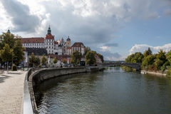 Рокируйте городок Neuburg на реке Дунае в Баварии Стоковые Изображения RF