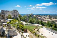 Рокируйте Les Baux де-Провансаль, Провансаль, Францию на теплый солнечный день стоковые фото