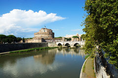 Рокируйте Sant'Angelo и мост на реке Тибра, Риме, Италии Стоковая Фотография RF
