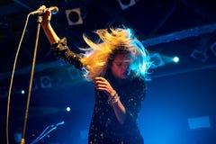 Рок-группа убийств выполняет в концерте на клубе Razzmatazz Стоковые Изображения