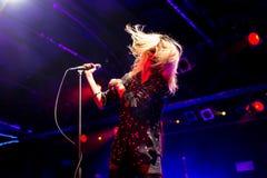 Рок-группа убийств выполняет в концерте на клубе Razzmatazz Стоковая Фотография