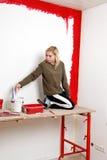 ролик краски девушки Стоковые Фотографии RF