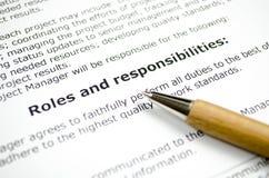 Роли и ответственности с деревянной ручкой стоковые фотографии rf