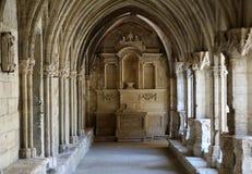 Романск уединяет церковь собора Trophime Святого в Arles Провансаль, стоковое фото