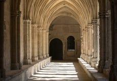 Романск уединяет церковь собора Trophime Святого в Arles Провансаль стоковое фото