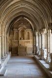Романск уединяет церковь собора Trophime Святого в Arles Провансаль, стоковые изображения