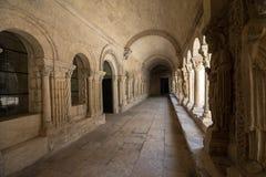 Романск уединяет церковь собора Trophime Святого в Arles Провансаль, стоковые фото