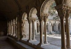 Романск уединяет церковь собора Trophime Святого в Arles Франция Провансаль стоковая фотография