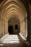 Романск уединяет церковь собора Trophime Святого в Arles Provenc стоковые фотографии rf
