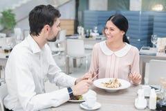 Романтичная дата в роскошном ресторане Стоковое Изображение RF