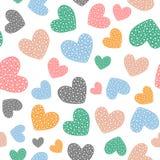 Романтичная безшовная картина с милыми покрашенными сердцами Нарисовано вручную иллюстрация штока