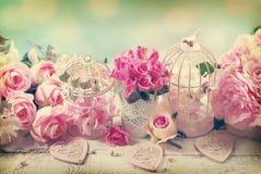 Романтичная винтажная предпосылка влюбленности с цветками Стоковое фото RF