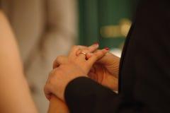 Романтичная влюбленность 17 символов свадьбы пар замужества Стоковая Фотография