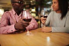 Романтичная дата в ресторане вина Стоковые Фото