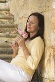 Романтичная зрелая женщина в влюбленности с подняла Стоковые Фото