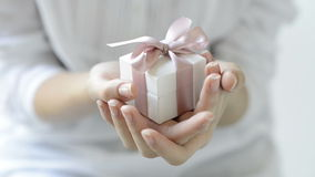Романтичная коробка подарка акции видеоматериалы