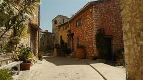 Романтичная малая улица на sur Loup Tourrettes, южной Франции сток-видео