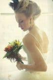 Романтичная молодая невеста в винтажном интерьере Стоковая Фотография