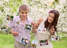 Романтичная пара в влюбленности outdoors Стоковые Изображения