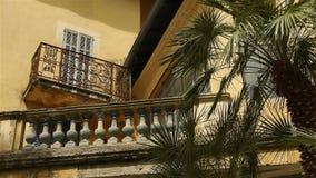 Романтичная покинутая гостиница в деревне, южной Франции акции видеоматериалы