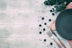 романтичная таблица установки Романтичный обедающий, датировка, концепция свадьбы стоковые фотографии rf