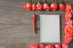 Романтичная флористическая предпосылка рамки Предпосылка дня Валентайн Стоковое Изображение