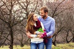 Романтичная любовная история красивых молодых пар Стоковая Фотография