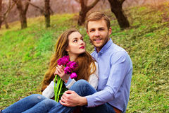 Романтичная любовная история красивых молодых пар Стоковое Изображение RF