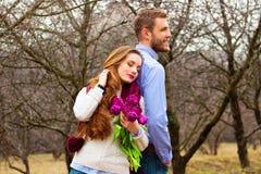 Романтичная любовная история красивых молодых пар Стоковые Фото