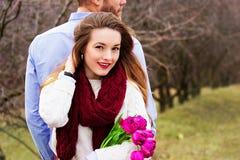 Романтичная любовная история красивых молодых пар Стоковое Фото