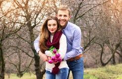 Романтичная любовная история красивых молодых пар Стоковое Изображение