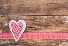 Романтичное красное украшение сердца для концепции предпосылки дня валентинки Стоковые Фотографии RF