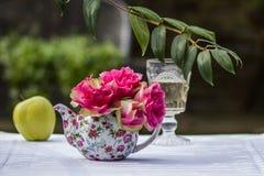 Романтичное bouqet роз между солнечным светом и тенью Стоковые Фото
