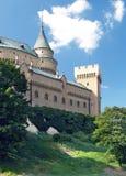 Романтичные башни замка Bojnice, Словакии Стоковое Изображение RF